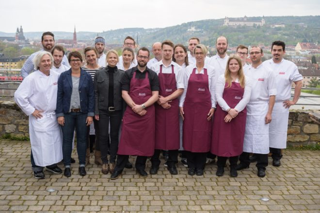"""""""Das Team-Reiser auf der Restaurant-Terrasse vor der grandiosen Kulisse Würzburgs!"""""""